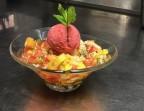Photo Salade de fruits frais de saison et son sirop, sucre pétillant et sorbet fraise - basilic - La Salle à Manger