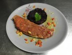 Photo Filet de Bar en croûte de chorizo, sauce vierge et mousseline de carottes violettes - La Salle à Manger