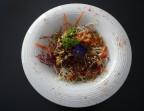 Photo Salade de boeuf Thaï, Lamelles d'onglet de boeuf mariné au soja, sucrine, carottes, pousse de soja, oignons frits, coriandre et cacahuètes - La Salle à Manger