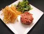 Photo Ou, Tartare de bœuf Français et pommes allumettes maison - Bistrot Gourmand