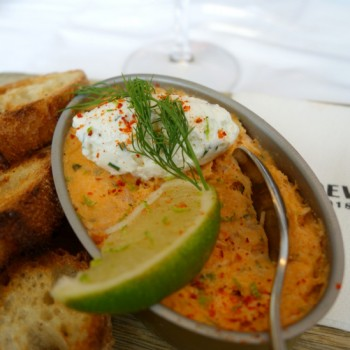 Le Vaudeville : cuisine traditionnelle et fruits de mer pour la brasserie parisienne centenaire