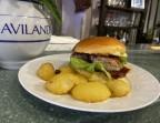 Photo Burger de veau de chez François Brun sauce BBQ rissolées de pomme de terre nouvelle   - Les Petits Ventres emavic-sarl@orange.fr