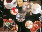 Photo pancakes maison ou croissant ou tartines (pain tradition et confiture maison) - Chéri-Chérie