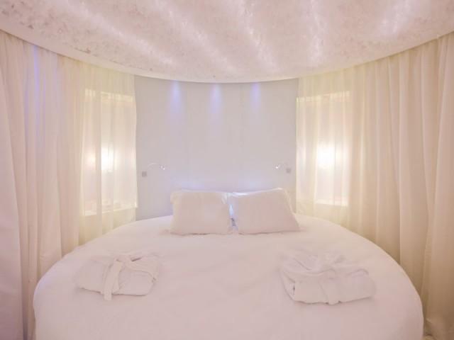 seven hotel paris. Black Bedroom Furniture Sets. Home Design Ideas