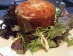 Photo Petit camembert au lait cru rôti au four, salade verte - Les petits plats