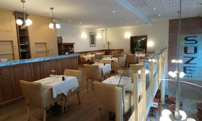 Mezzanine : salle réservée pour les repas d'affaires ou privatisation