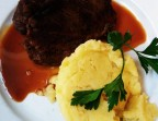 Photo Moelleux de boeuf cuit lentement, jus corsé et écrasé de pomme de terre - Le Bistrot Quai