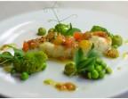 Photo Poisson du moment, petits pois et légumes croquants, sauce vierge  - LE DOMAINE DU SEUDRE