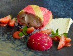 Photo Fraises du Domaine en Charlotte revisitée, crémeux chocolat blanc-Wasabi, Chutney de fraises - LE DOMAINE DU SEUDRE