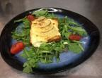 Photo Toast de Maroilles gratiné et poire au sirop sur lit de salade - Le Tandem à Santes