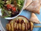 Photo Camembert enrobé de jambon cru fumé, roti au four à pizza, salade verte et brochette de pommes de terre poêlées et petits pains chauds maison  - Le romain d'etretat