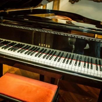 NOCHE DE PIANO EN VIVO