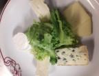 Photo l'assiette de fromages sur sa  salade verte  - LA CAUSETTE