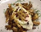 Photo Alcachofas crujientes con huevo frito, virutitas de jamón ibérico y ajitos confitados - A Banda Restaurante