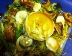 Photo Ensalada templada de Otoño con Setas de Temporada, Huevo, Nueces Caramelizadas y Queso de Cabra en Vinagreta de Miel de Caña - A Banda Restaurante