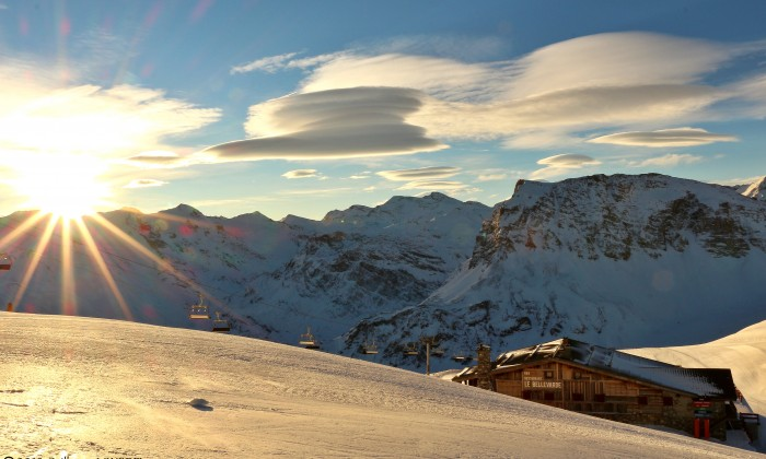 Le restaurant et le domaine skiable