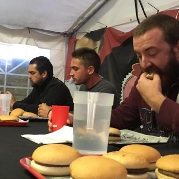 Le plus gros mangeur de burgers «prêt pour un deuxième round»