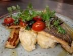 Photo Pavé de saumon à la sauce vierge, purée de pomme de terre et légumes - L'Orangerie Paris