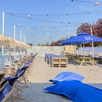 Un resto se transforme en plage tout l'été