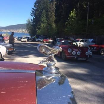 Arrêt au stand du côté du Lido pour 200 voitures de collection