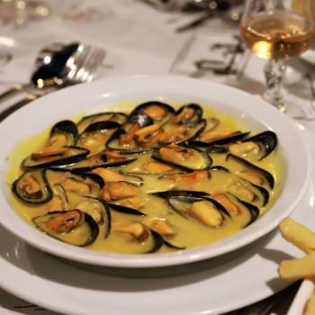 Mouclade et éclade de moules : deux traditions culinaires incontournables en Charente-Maritime