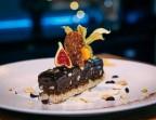 Photo Entremet au chocolat, éclats de noisettes, verveine - Bistrot Auvergnat