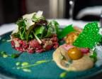 Photo Tartare de veau au couteau, cantal, ail noir de Billom et livèche - Bistrot Auvergnat