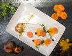 Photo Gravlax de saumon, ail noir de Billom*, jaune d'œuf déshydraté* - Bistrot Auvergnat