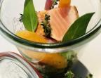 Photo Pavé de saumon grillé, risotto aux poireaux, pesto de roquette et courgettes poêlées au curcuma. - Le stras'