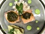 Photo Rouleaux de saumon fumé à la bûche de chèvre, pesto à la coriandre, espuma wasabi et purée à l'avocat. - Le stras'