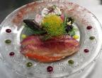 Photo Saumon façon Gravelax mariné à la betterave, mesclun et légumes croquants, espumas de raifort en tartine - Chez fred