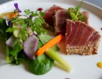 Photo Tataki of sesame tuna and fresh mint, hummus in toast                                     - Chez fred
