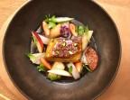 Photo Foie gras de canard poché dans une sangria aux légumes et fruits blancs, pamplemousse à la flamme et rhubarbe  - Le Sergent Recruteur
