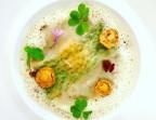 Photo Girolles juste saisies, lasagne aux herbes, jaune d'œuf à peine coulant, crumble d'oignons et de parmesan - Le Sergent Recruteur
