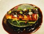 Photo Anguille grillée à la flamme, puis laquée, crispy de trompettes et note d'anchoïade sous une lasagne, sauce verjutée - Le Sergent Recruteur