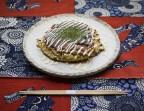 Photo Okonomiyaki Kansai au porc (Galette japonaise dont les ingrédients sont mélangés avant d'être cuits à cœur) - AtsuAtsu