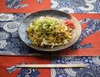 Photo Yakisoba aux légumes (Nouilles de blé japonaises avec des légumes sautés) - AtsuAtsu
