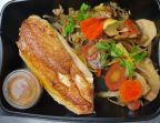 Photo suprême de volaille jaune d'Ancenis,wok de légumes d'hiver, jus de carotte réduit acidulé - Au goût du jour