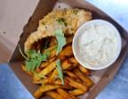 Photo Merlan pané sauce tartare, frites & salade - Aux Dés Calés 17 - Legendre