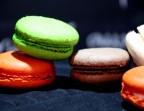 Photo Cylindre de macarons. - LE BOUCHON