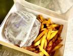 Photo Burger : Steak Haché - Fourme d'Ambert AOP - Roquette Bio Locale - Oignons Bio Frits - Noix Bio - Frites Bio Maison - OH TERROIR