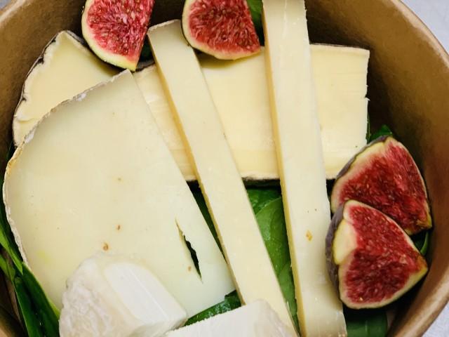 Assiette de fromages affinés.