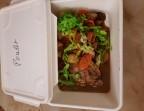 Photo le suprême de poulet sauté au curry noir et ses pommes de terre - LA CAUSETTE