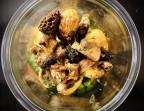 Photo Bœuf braisé aux épices et basilic, pommes de terre grenaille rôties au four et poêlée de champignons. - Le stras'