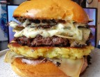 Photo Burger raclette truffée by No diet club cuisson a point  - ONE & ONE PARIS