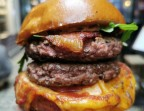 Photo Double burger carnivore cuisson a point - ONE & ONE PARIS